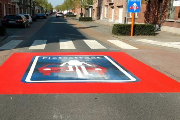 deerlijk-fietstraat-voor-03EE178D22-F93E-D71A-8F60-C9DE1F04D641.jpg